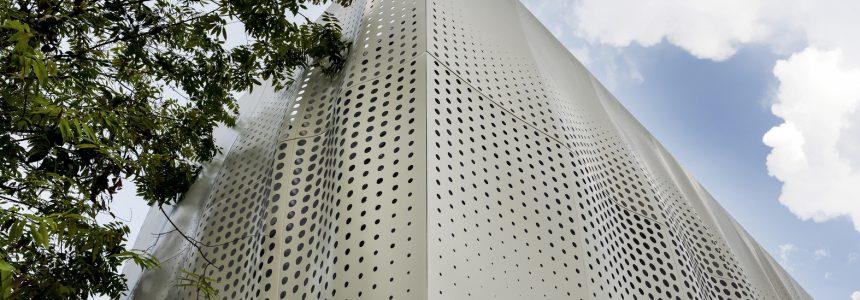 خانه Bukit Pantai با پوسته ای از جنس آلومینیوم